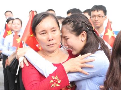 Thanh niên Đông Nam Á rơi lệ khi chia tay Việt Nam 1