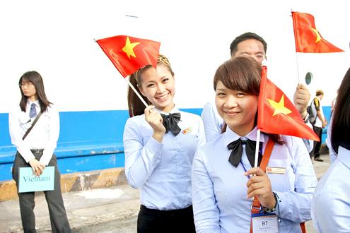 Thanh niên Đông Nam Á rơi lệ khi chia tay Việt Nam 4