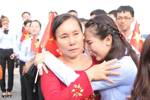 Thanh niên Đông Nam Á rơi lệ khi chia tay Việt Nam 7