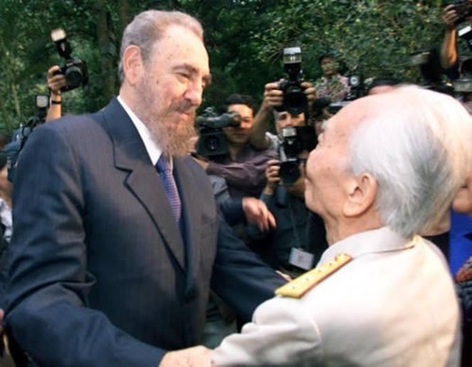 Đại tướng Võ Nguyên Giáp và Chủ tịch Cuba Phidel Castro