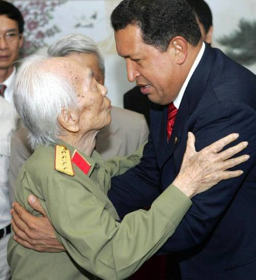 Đại tướng Võ Nguyên Giáp gặp Tổng thống Venezuela Hugo Chavez