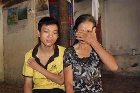 Bác Trung không cầm nổi nước mắt khi nói về gia cảnh và cậu con trai của mình