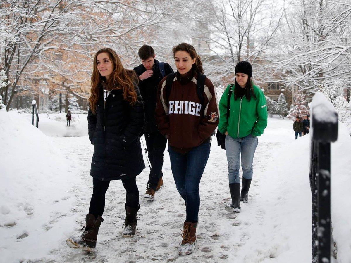 """Tại mỹ - Sinh viên tốt nghiệp trường nào có thu nhập """"khủng"""" nhất?"""