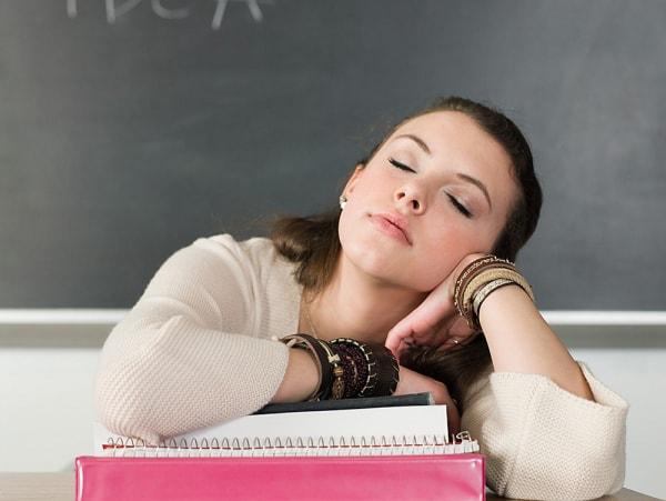 Cách trị buồn ngủ khi đang học tập và ôn thi cho các sĩ tử
