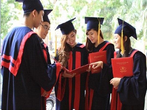 Giáo dục Việt Nam nên hay không nên coi trọng bằng cấp thời hội nhập?