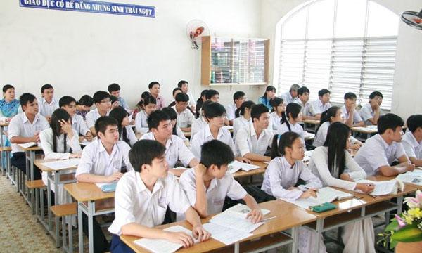 Không nên chú trọng bằng cấp mà chú trọng vào năng lực khi những cử nhân bước từ ghế nhà trường ra xã hội