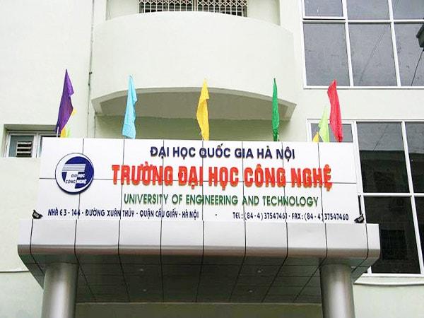 Trường Đại học Công nghệ năm trong khuôn viên của Đại học Quốc gia Hà Nội