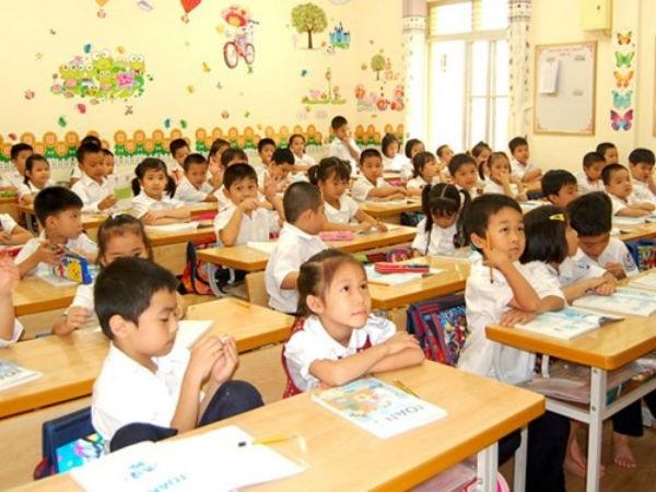 Ở tiểu học, không phải các em đều ngoan ngoãn, nghe lời nên giáo viên cần phải kiên nhẫn, từ từ uốn nắn các em