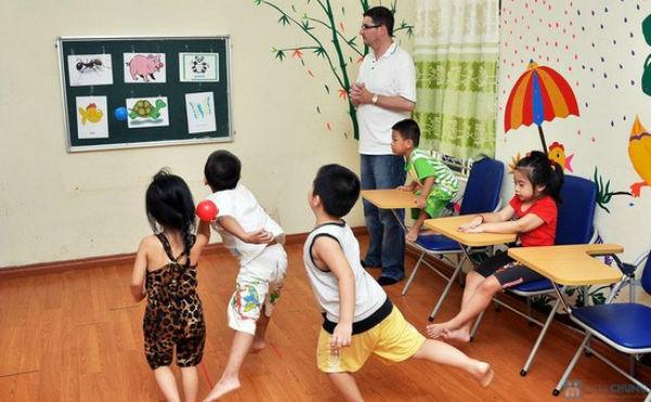 Các trò chơi như thế này là một cách giúp bé học tiếng Anh hiệu quả