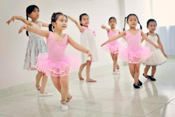 Múa là một môn năng khiếu được rất nhiều phụ huynh lựa chọn cho con gái