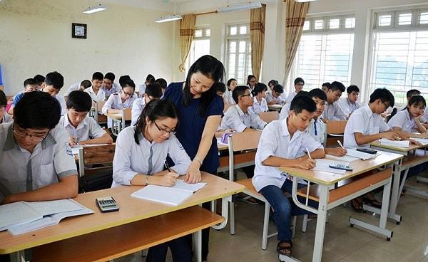Bố trí bàn ghế trong phòng học