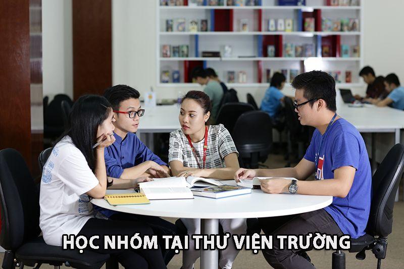 Học nhóm tại thư viện trường