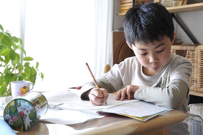 Rèn cho con thói quen tự học mang đến nhiều lợi ích lâu dài cho trẻ