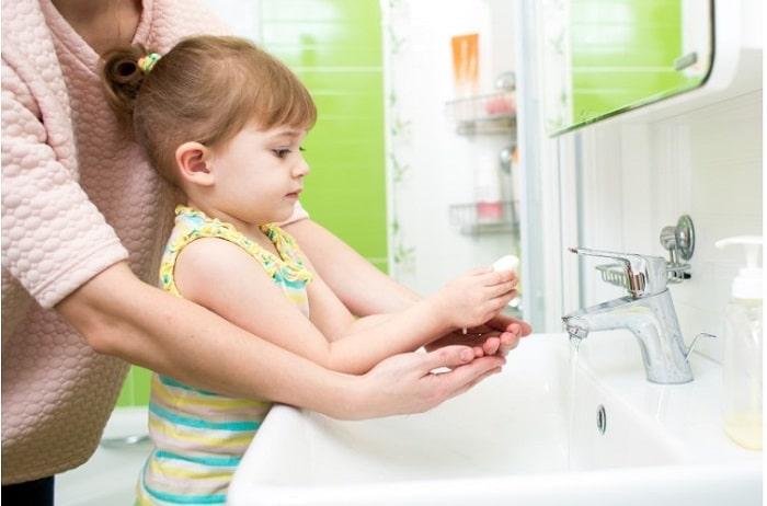 Hướng dẫn trẻ rửa tay sạch sẽ
